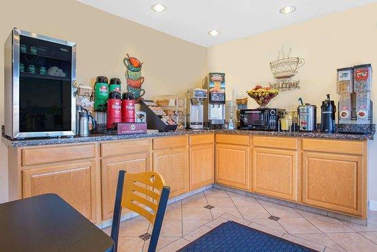 Days Inn by Wyndham Modesto: Breakfast Area