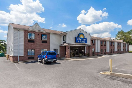 Days Inn & Suites by Wyndham Cambridge