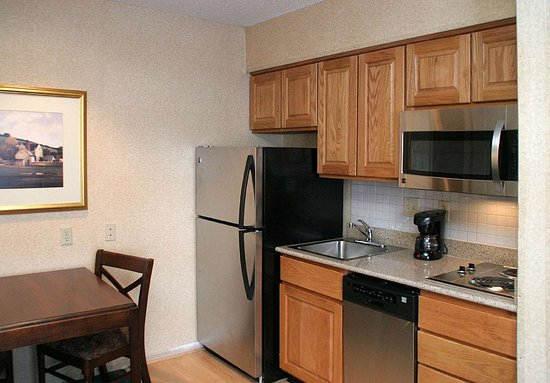Homewood Suites by Hilton Columbus / Worthington: Guest room