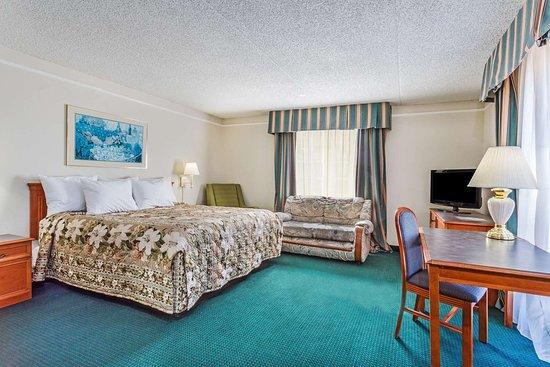 Days Inn by Wyndham Richmond/South: 1 King Bed Room