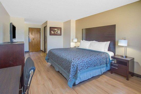 Le Roy, IL: Guest room
