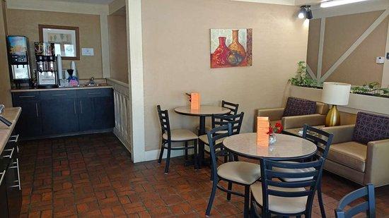 Webster City, IA: Breakfast Area