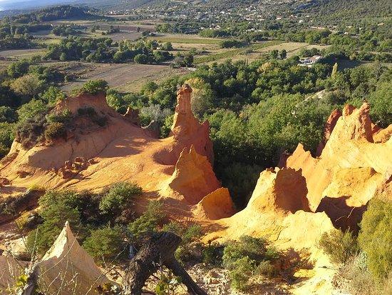 Rustrel, Γαλλία: Les Cheminées des Fées ,