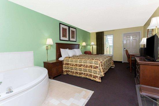 Lamont, FL: 1 King Bed Hot Tub Room