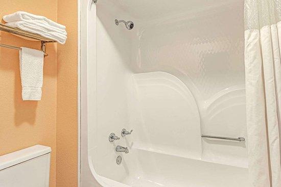 Osceola, AR: Bathroom