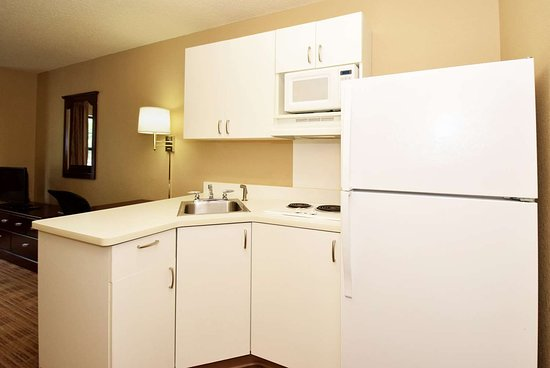 Bedford Park, IL: Fully Equipped Kitchens