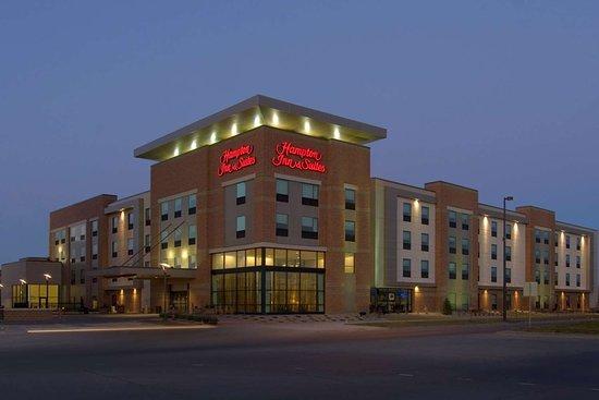 hampton inn suites omaha downtown 107 1 3 5. Black Bedroom Furniture Sets. Home Design Ideas
