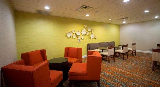 Hampton Inn Suites Valdosta Conference Center: Reception