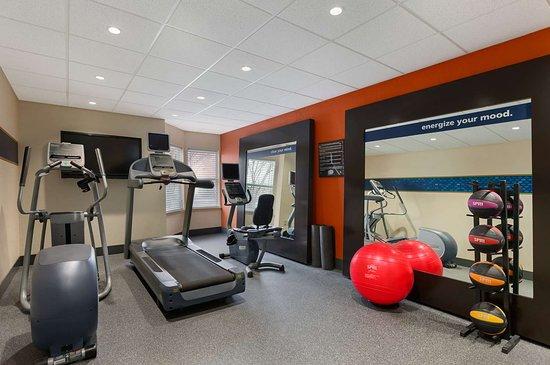 hampton inn suites newport news oyster point 116. Black Bedroom Furniture Sets. Home Design Ideas