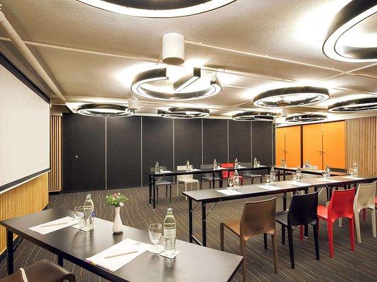 إبيس ستايلز شيانج ماي(أول سيزونز سابقًا): Meeting room