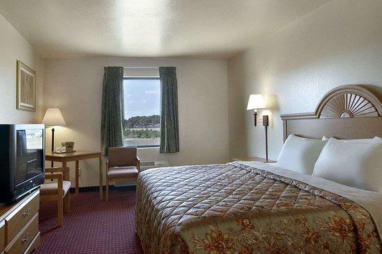 Centre, AL: Guest room