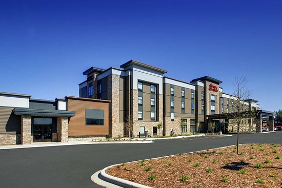 Hampton Inn & Suites Milwaukee West