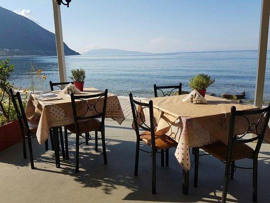 Poros, Yunani: Steki Grill