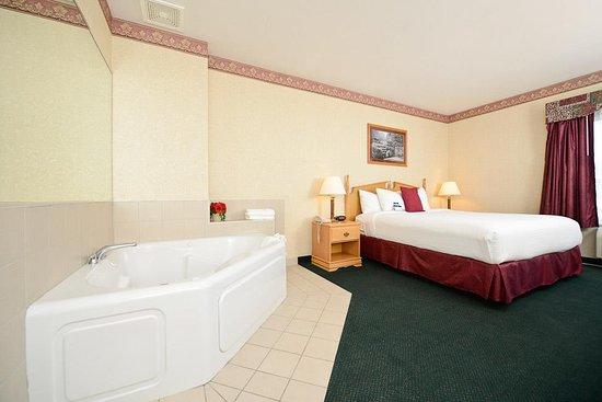 Howe, IN: King Whirlpool Guest Room