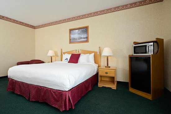 Howe, IN: Executive King Guest Room