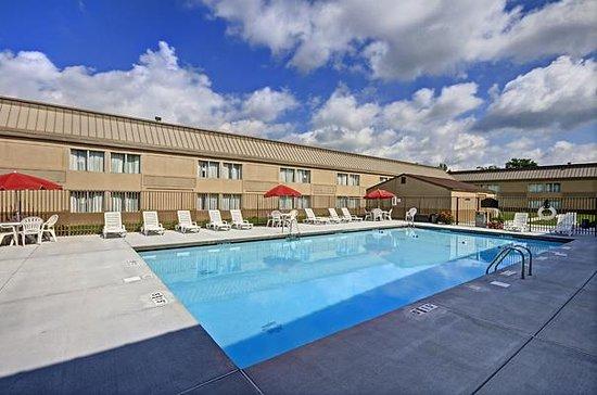 Bridgeport, WV: Pool