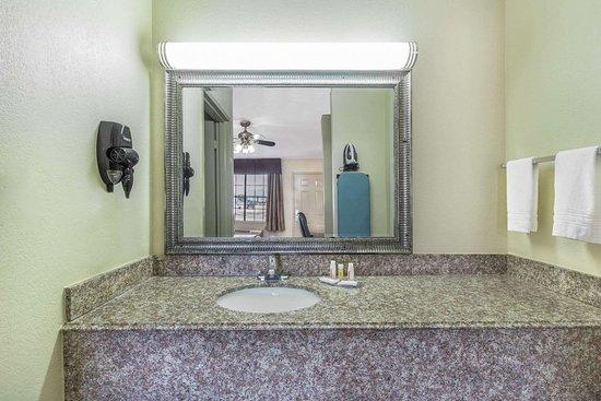 Rayville, LA: Guest room bath
