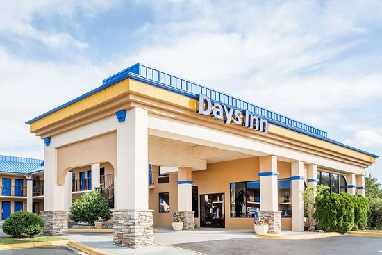 Days Inn By Wyndham Hendersonville  72    U03369 U03362 U0336