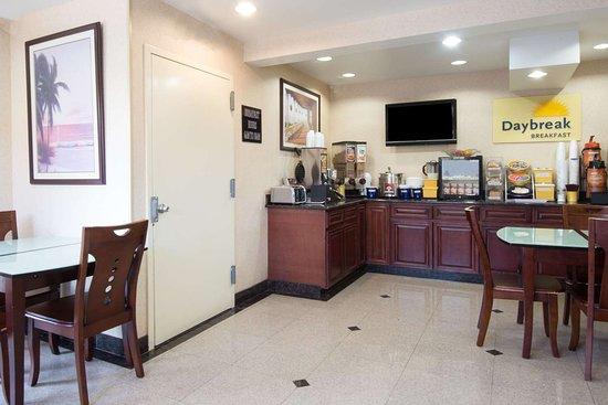 Copiague, NY: Breakfast Area