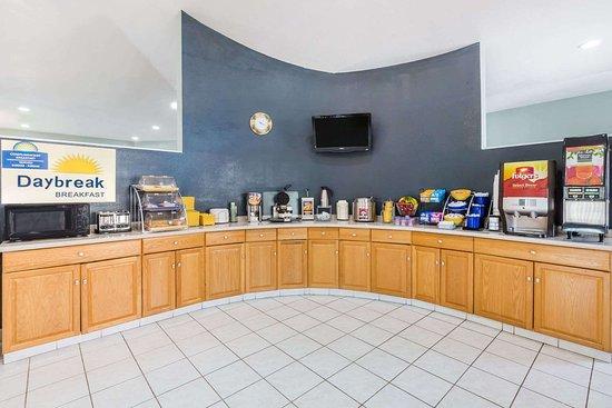 Days Inn By Wyndham Portland  Corpus Christi  81    U03361 U03360 U03365 U0336