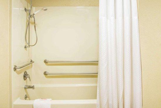 Tallulah, LA: Guest room bath