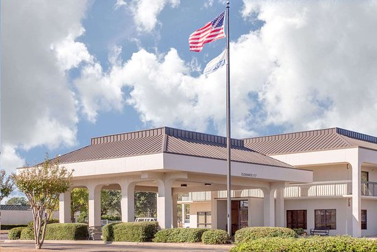 Days Inn by Wyndham Dothan : Exterior