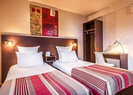 Champigny-sur-Marne, فرنسا: Artistically appointed guest room