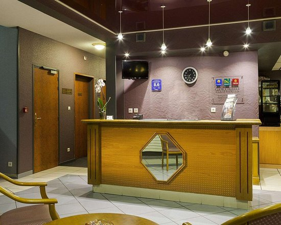 Comfort Hotel Paray Le Monial : Front desk