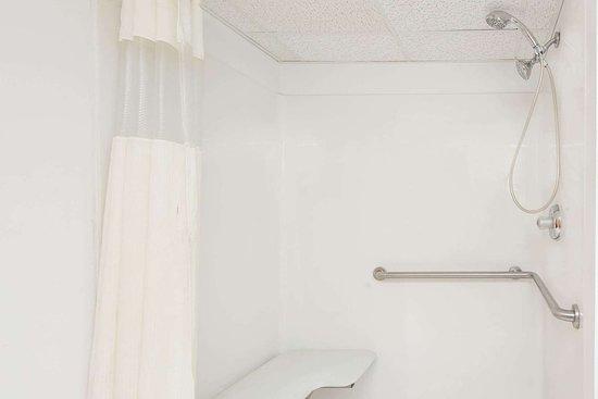 ברלין, ניו ג'רזי: ADA Bathroom