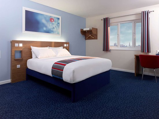 Aust, UK: Guest room