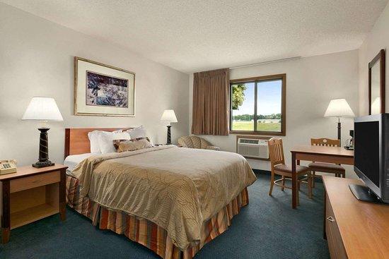 Willmar, MN: Single Queen Room