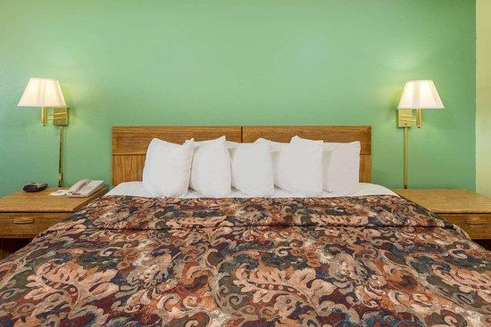Mountain Grove, MO: Guest room