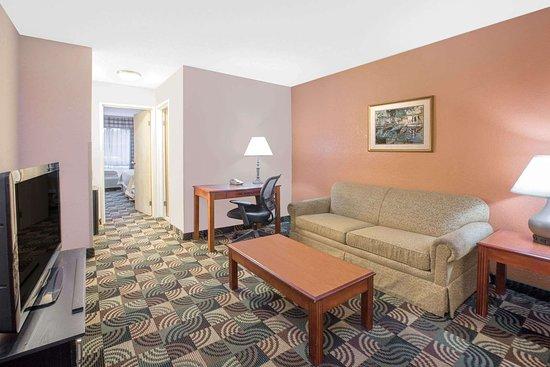 Hillsdale, MI: Suite