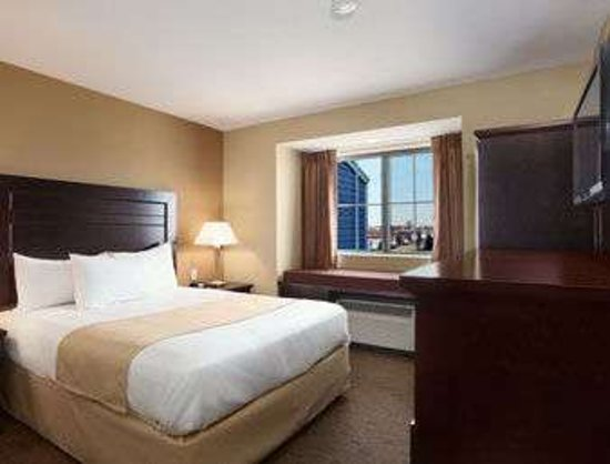 Microtel Inn & Suites by Wyndham Marion/Cedar Rapids: Standard Single Queen Room