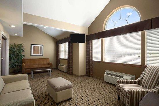 Microtel Inn & Suites by Wyndham Marion/Cedar Rapids: Lobby