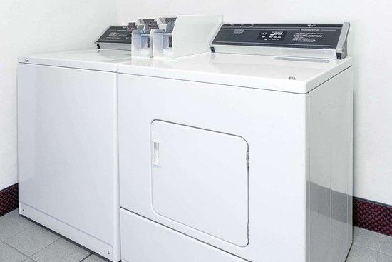 El Paso, IL: Laundry