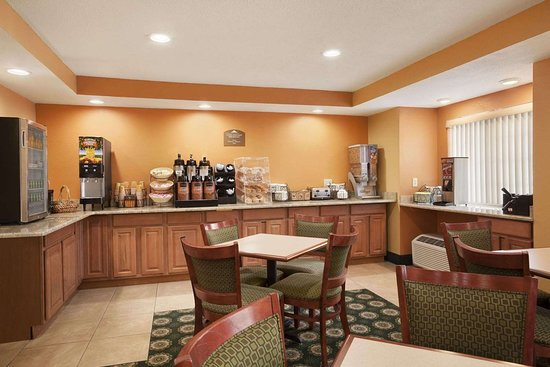 Microtel Inn by Wyndham Albany Airport: Breakfast Area