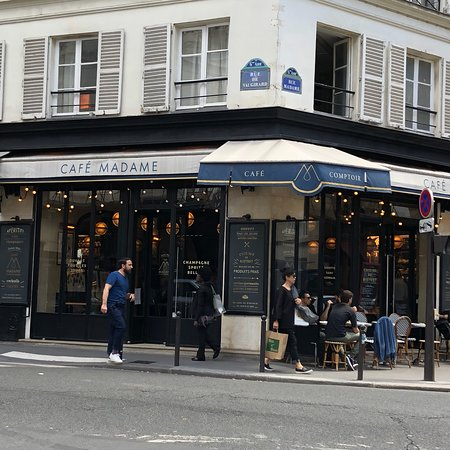 Hotels Near Cafe De Paris
