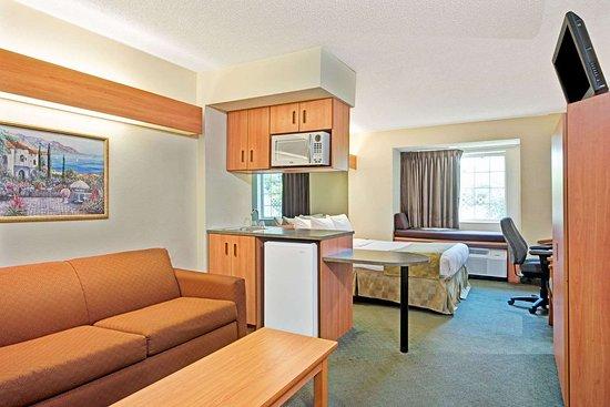 Cordova, TN: 1 Queen Bed Suite