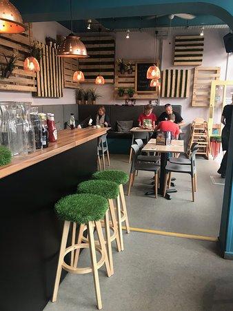 Servini's Cafe: Lovely decor