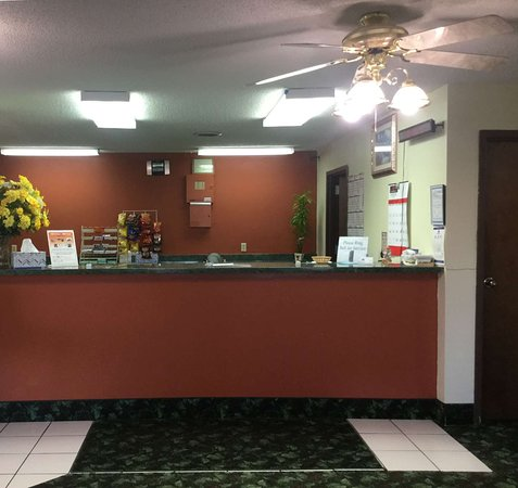 West Frankfort, IL: Front Desk