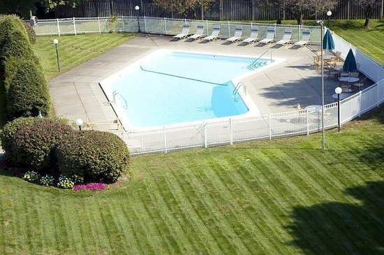 Chelmsford, MA: Outdoor Pool