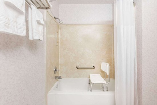 Batesville, MS: Guest room bath