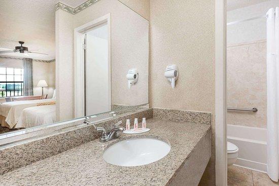 Batesville, MS: Guest room bath