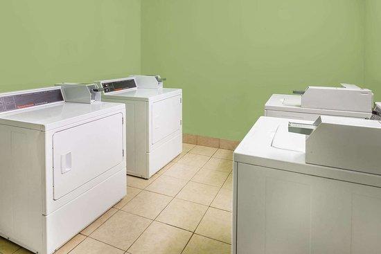 Batesville, MS: Laundry