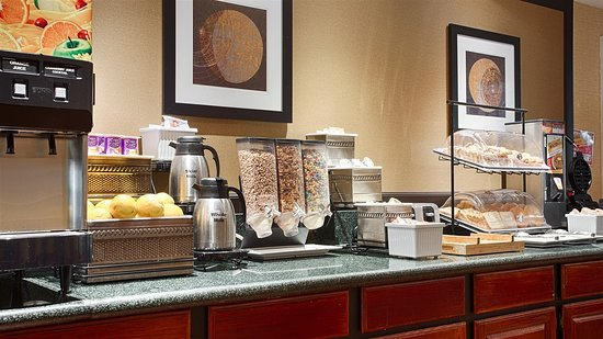 Rockland, MA: Breakfast Area