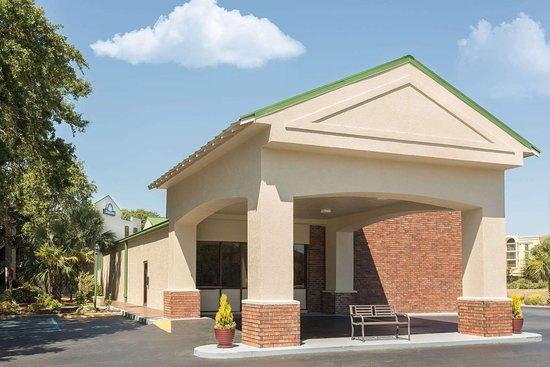 Days Inn by Wyndham Mt Pleasant-Charleston-Patriots Point Hotel