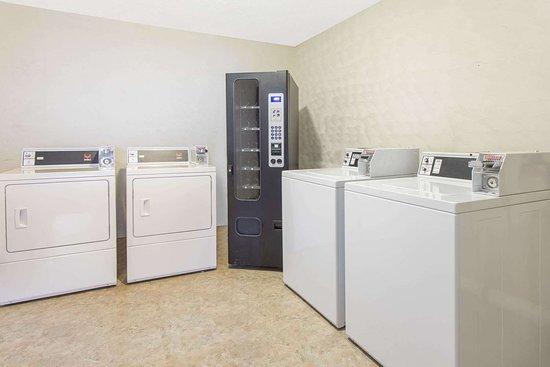 Days Inn by Wyndham Myrtle Beach: Laundry