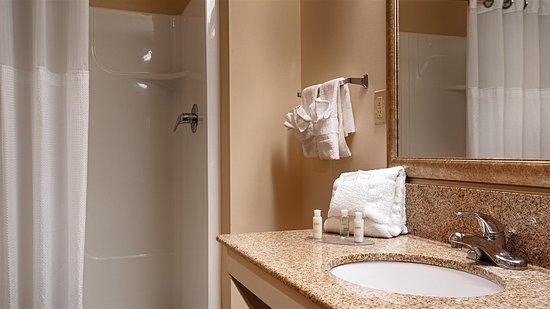 Beulah, ميتشجان: Guest Bathroom
