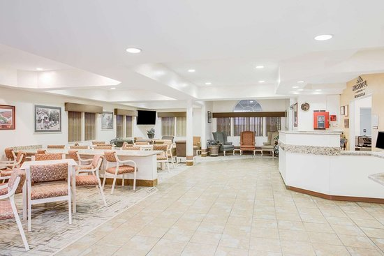 Microtel Inn & Suites by Wyndham Christiansburg/Blacksburg : Lobby